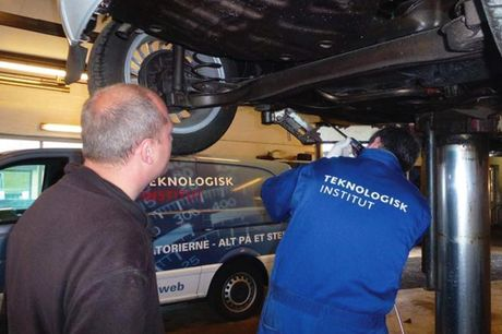 En god undervognsbehandling forlænger bilens levetid - og hos Dinitrol Center Aarup får din bil den ultimative rustbeskyttelse