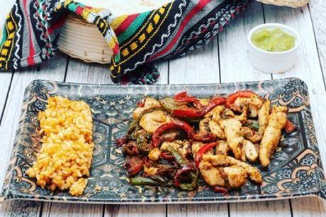 Menú mexicano para 2 o 4 con entrante, principal, postre y bebida en La Mordidita (hasta 59% de descuento)