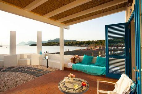 Italia Vulcano - Les Sables Noirs Resort & Spa 4* a partire da € 94,00. Elegante 4* con spiaggia privata e panorami mozzafiato