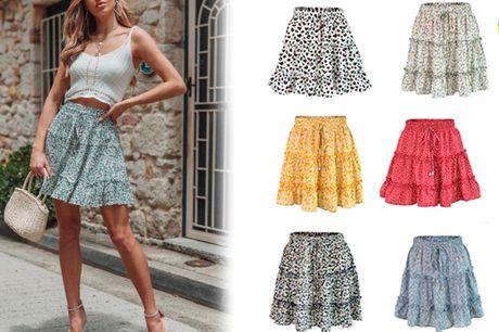 Elegant mellemlang nederdel med høj talje og fint mønster
