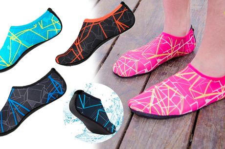 Farverige badesko med skridsikker sål og cool mønstret design