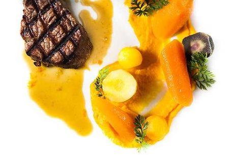 """5-retters a la carte inkl. vinmenu på Restaurant Fuego. Restaurant Fuego har en stor passion for argentinsk mad og vin. Fuego betyder """"ild"""" på spansk, og ild spiller en stor rolle i det argentinske køkken. Argentina er nemlig kendt for at tilberede deres"""