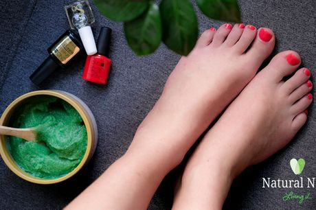 Pedicure m. CND Shellac. Få sommerens smukkeste sandalklare fødder