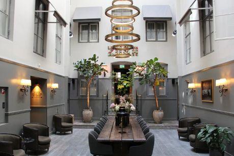 Bo på Hotel Skt. Annæ i hjertet af byen inkl. økologisk morgenmad. 1 dejlig overnatning i deluxe-værelse, økologisk morgenmad, cykel-leje og fitness