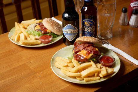Der er smagfuld Farmer Burger med fritter for 2 og masser af lunt, irsk humør på menuen hos The Irish House