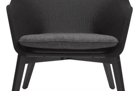 Bingham Loungehvilestol. Loungehvilestol. - ben i sortmalet FSC® eucalyptu, stel i sort aluminium med sort stof og hynde i mørkegrå 190 g olefin