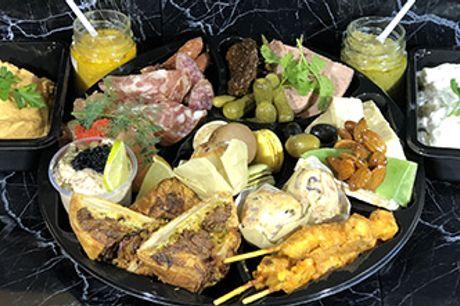 CHARLOTTENLUND - Takeaway: Tapasboks fuld af lækkerier fra Events Catering. Nok til 2-3 pers.