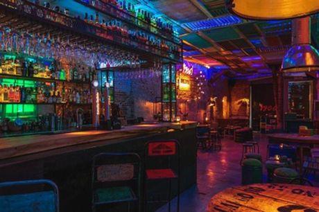 Cócteles y aperitivo para 2 o 4 personas en Amalavida Lounge Bar (hasta 42% de descuento)