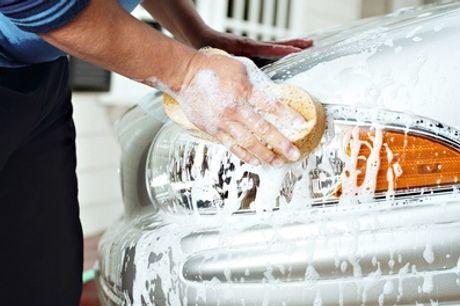 Sesión de lavado manual con opción adicional de limpieza a elegir en Car Wash Alcorcón (hasta 68% de descuento)