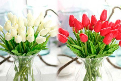 Smuk buket med falske blomster der holder for evigt