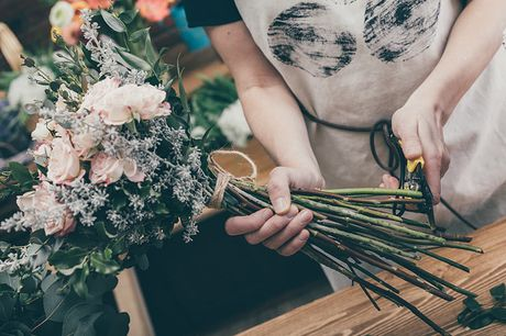 £15 for an online flower arrangement workshop from Midas Touch Crafts