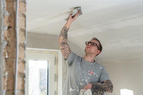 Malerarbejde med Flügger maling Prisen her inkluderer både kørsel, afdækning, lukning af skrue- og sømhuller i vægge og lofter og selvfølgelig selve malerarbejdet, hvor der bruges Flügger maling, og som efterlader rummet så godt som nyt.