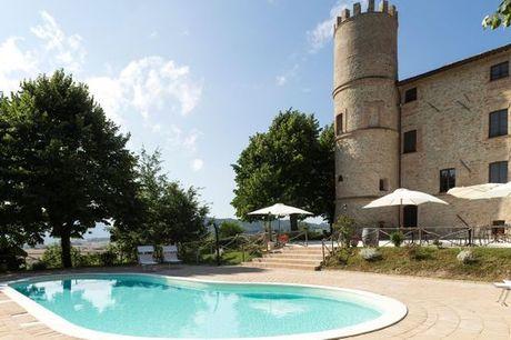 Italia Gubbio - Castello di Baccaresca a partire da € 94,00. Fuga romantica in castello medievale con spa