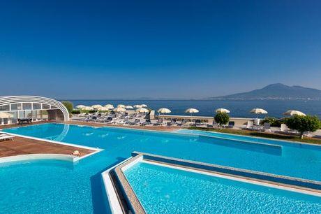 Towers Hotel Stabiae Sorrento Coast - 100% rimborsabile, Castellammare di Stabia, Campania - save 45%. undefined