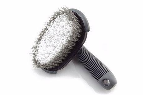 Reifen- und Felgenbürste. Nur das Beste für dein liebstes Auto. Ideal zum reinigen von Reifen, Felgen, Fußböden und Keramikkacheln zu reinigen. Robust und dennoch leicht. 13,5 x 13 x 6,5 cm