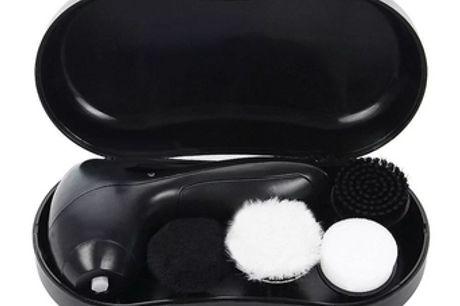 Elektrische Schoenenpoetser Hij poets je schoenen en laat ze binnen no time glanzen!4 verschillende typen borstels voor al je poetsbehoeftes.Bespaart je geld, moeite, tijd, en een bezoek aan de schoenenpoets.Komt met een handige tas waardoor je deze bad b