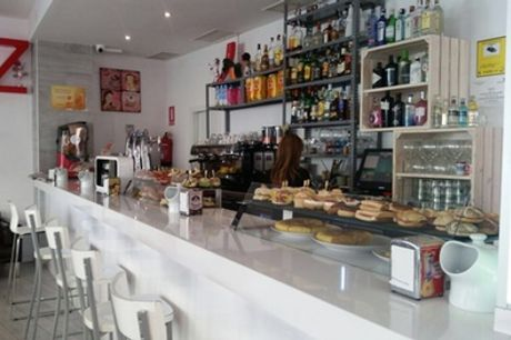 Barra libre de pintxos para 2 o 4 personas con bebida desde 18 € en Vaquita Café