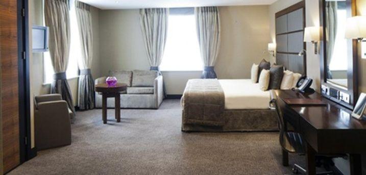Londra: camera doppia con colazione e pranzo o cena opzionali per 2 persone presso il Wellington Hotel by Blue Orchid 4*
