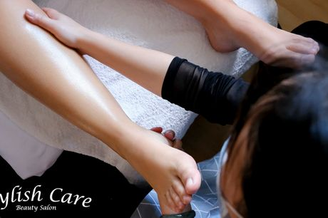 Pedicure med zoneterapi. Nyd en luksuriøs behandling, der får dig helt ned i gear