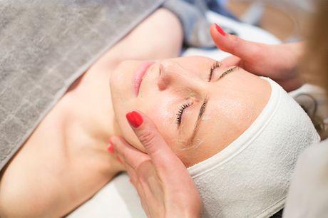 3 forskellige ansigtsbehandlinger. Reducer fx alderstegn med DermaOxy, eller få mere glød med Exuviance
