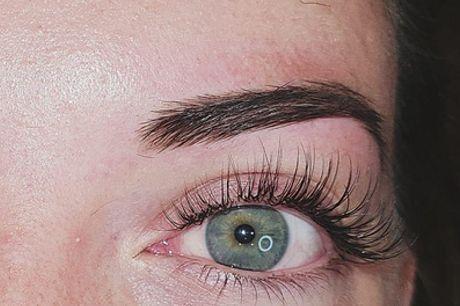 Extensiones de pestañas pelo a pelo con diseño y depilación de cejas con hilo en Vliss (hasta 56% de descuento)