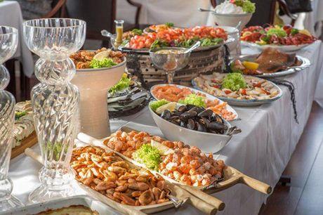 Bagenkop Kro: Miniferie med lækker mad og vin. Ophold med lækker fisk, 1 flaske vin til middagen, kaffe og kage, morgenmad og meget mere