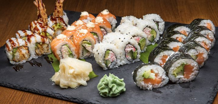 Få en forrygende sushimenu fra Restaurant Soya - 46 uimodståelige stykker sushi lige til at tage med hjem eller nyde i restauranten