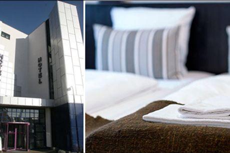 Luksusværelse, middag på Bones, ophold for 2 - Sæt kryds i kalenderen til en skøn overnatning for 2 i luksus dobbeltværelse på Hotel Frederikshavn med dejlig morgenmad og middag på Bones. Værdi kr. 2068,-