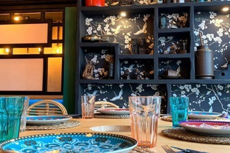 Menú japonés para 2 o 4 personas con entrante, 26 o 52 piezas de sushi, postre y bebida en La Candela