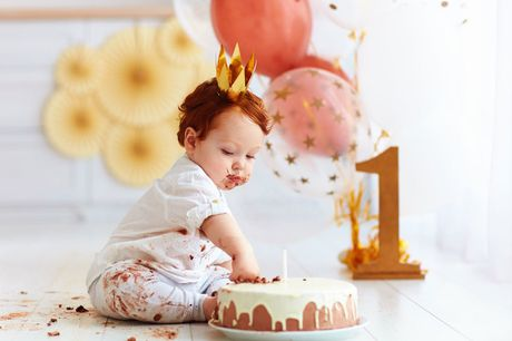 """£9 instead of £95 for a one-hour first birthday photoshoot including three 5"""" x 7"""" prints at Studio Rooms, Glasgow - save 91%"""