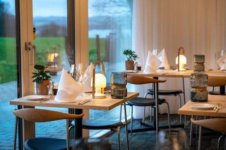 Efterårsferie på Skanderborg Park inkl. 2-retters middag, tennis og mere. Nyd efterårsferien helt ud til vandet inkl. 2-retters middag, morgenmad, tennis, golf og meget mere