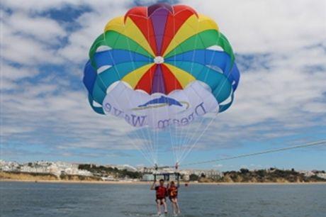 VOO em PARASAILING + Foto Lembrança em ALBUFEIRA desde 26€. Sinta a Emoção & Adrenalina no Algarve com a Dream Wave.