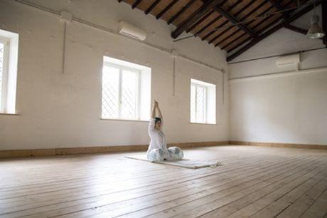 Uno o 3 mesi di abbonamento yoga per una o 2 persone da Essere in Armonia (sconto fino a 79%). Valido in 2 sedi