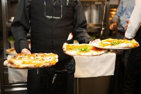 Spar 25% i aften: The Italian Corner serverer sprøde stenovns-pizza'er med lækre råvarer centralt i København. Book hér og få rabat på hele regningen i dag!