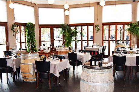 Bestseller: Naturskønt ophold med 5 retter - 1 nat i standard dobbeltværelse på Hotel Ry - 5-retters menu tallerkenserveret i restaurant Rytteriet - Morgenmad (kl. 07.00-10.00)