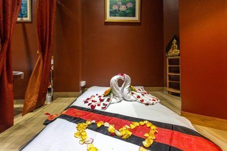 Modelage Thaï traditionnel, aux huiles essentielles ou chaudes d'1h pour 1 ou 2 personnes avec  Thai Massage & Spa