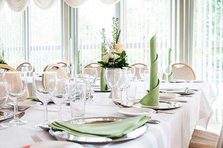 Ophold med 2-retters menu - for 2 - 1-2 nætter i dobbeltværelse med morgenbuffet - Velkomstdrink og eftermiddagskaffe med sødt - 2-retters menu hver aften som buffet