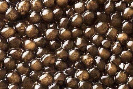 Premium Caviar: 50 gram Kaviari Kristal Caviar. Caviar er en exceptionel luksuriøs spise, der nydes til de helt særlige begivenheder. Der findes adskillige varianter på markedet, og det kan være en længere process at finde frem til det aller bedste. Premi