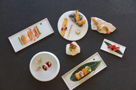 Spar 33% i aften: Moderne japansk fusionskøkken i indbydende omgivelser.
