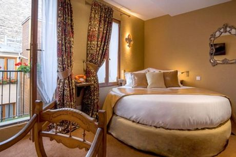 Paris : chambre double classique ou lit rond, pdj en option pour 2 personnes à l'hôtel Le Temple de Jeanne