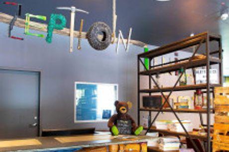 Zu Besuch in der Kurstadt Wiesbaden. Von Juni bis August 2021 buchbar! Das Twice Hotelzeichnet sich durch ein einzigartiges Design-Konzept aus und verbindet dabei moderne Einrichtung mit originellen Upcycling-Ideen