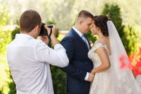 £10 (from International Open Academy) for an event photography course!