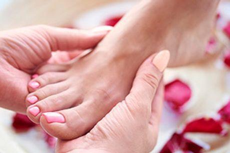 AARHUS C - Nyd 45 minutters afslappende pedicure inkl. fodbad, scrub, massage og mm.
