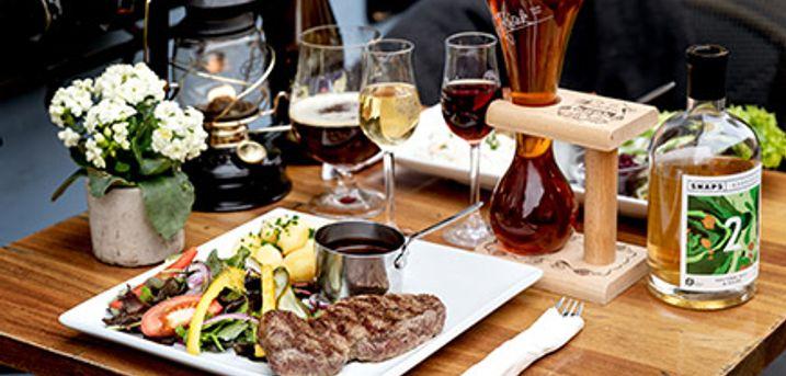 KØBENHAVN K - Besøg Hyttefadet i Nyhavn og lad dig traktere med en smagfuld 2-retters middag.