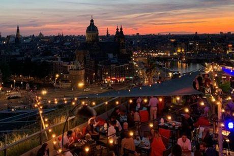 Amsterdam Centraal: queen of king tweepersoonskamer, naar keuze met ontbijt in 4* mystery hotel met rooftop-terras