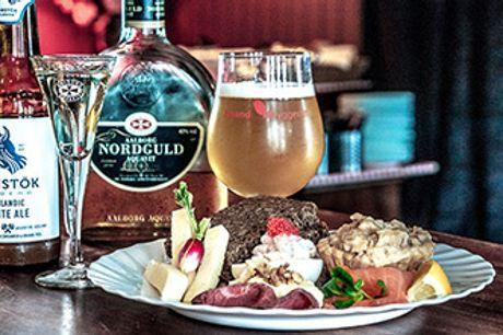 ØSTERBRO - Stor, dansk frokostbuffet hos Svane Pub for kun 78 kr for 2 personer.