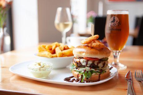 Restaurant Gl. Daws i Varde har sat burger på menuen - inkl. sprøde pommes frites, drikkevare, dessert og kaffe