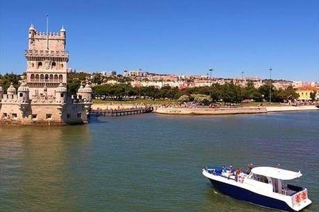 Com o Rio Tejo como pano de fundo desfrute de um Passeio de Barco Privado para 10 pessoas. Passeio com o Boat Me Up por 224,90€