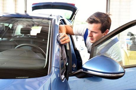 Lavage auto à la main intérieur et/ou extérieur pour tout véhicule avec Lavage à la main