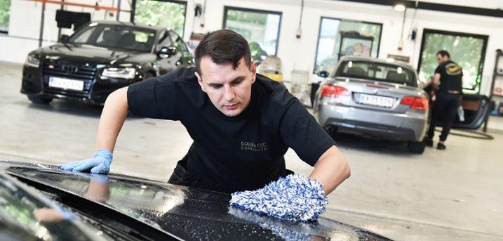 Ind- og udvendig bilvask. Nyd følelsen af en ren, vinterklar bil